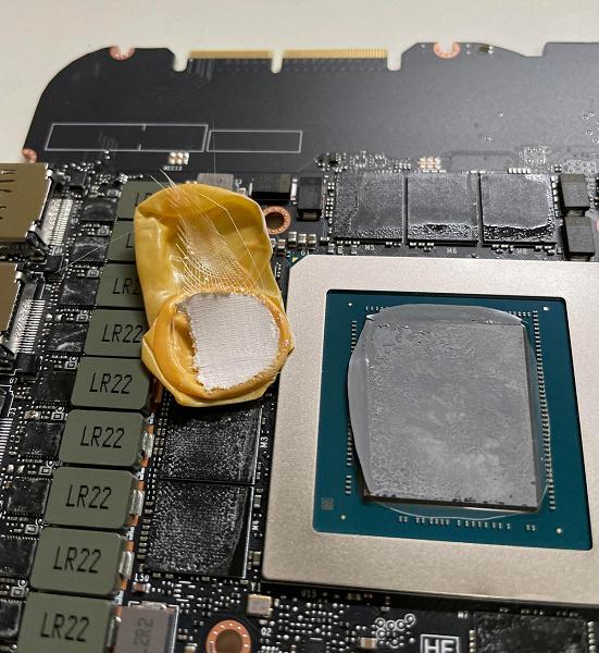 Пользователь разобрал свою GeForce RTX 3090 и обнаружил внутри лишний предмет