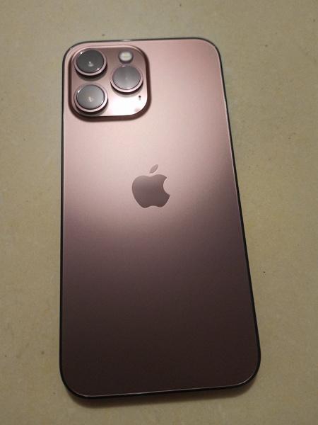 Это розовый iPhone 13 Pro. Смартфон впервые засветился на фото, хотя это несерийный образец