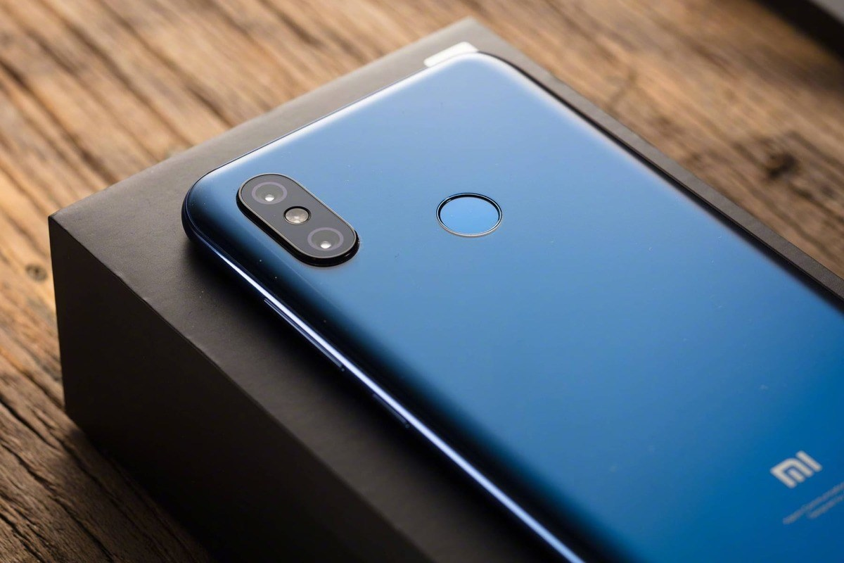 2f94ab477158 Смартфон Xiaomi Pocophone F1 получил MIUI 10 на базе Android 9.0 раньше,  чем ожидалось