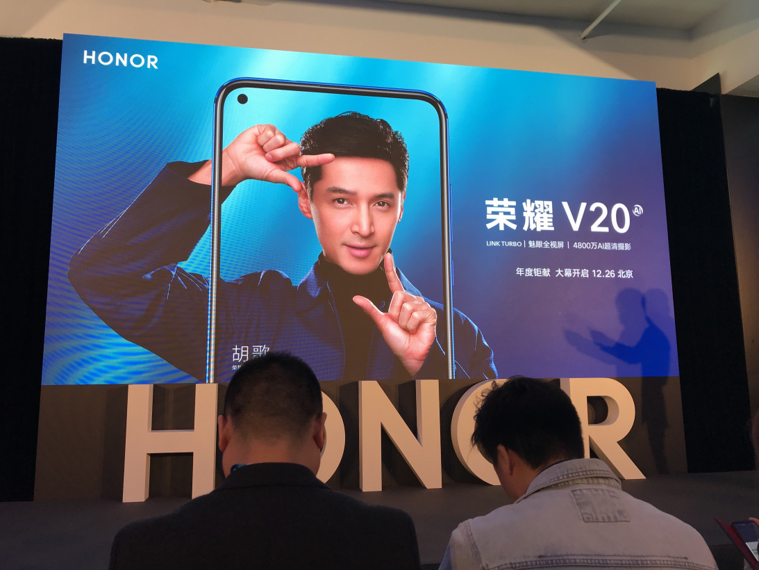 Honor представила 1-ый смартфон скамерой вэкране