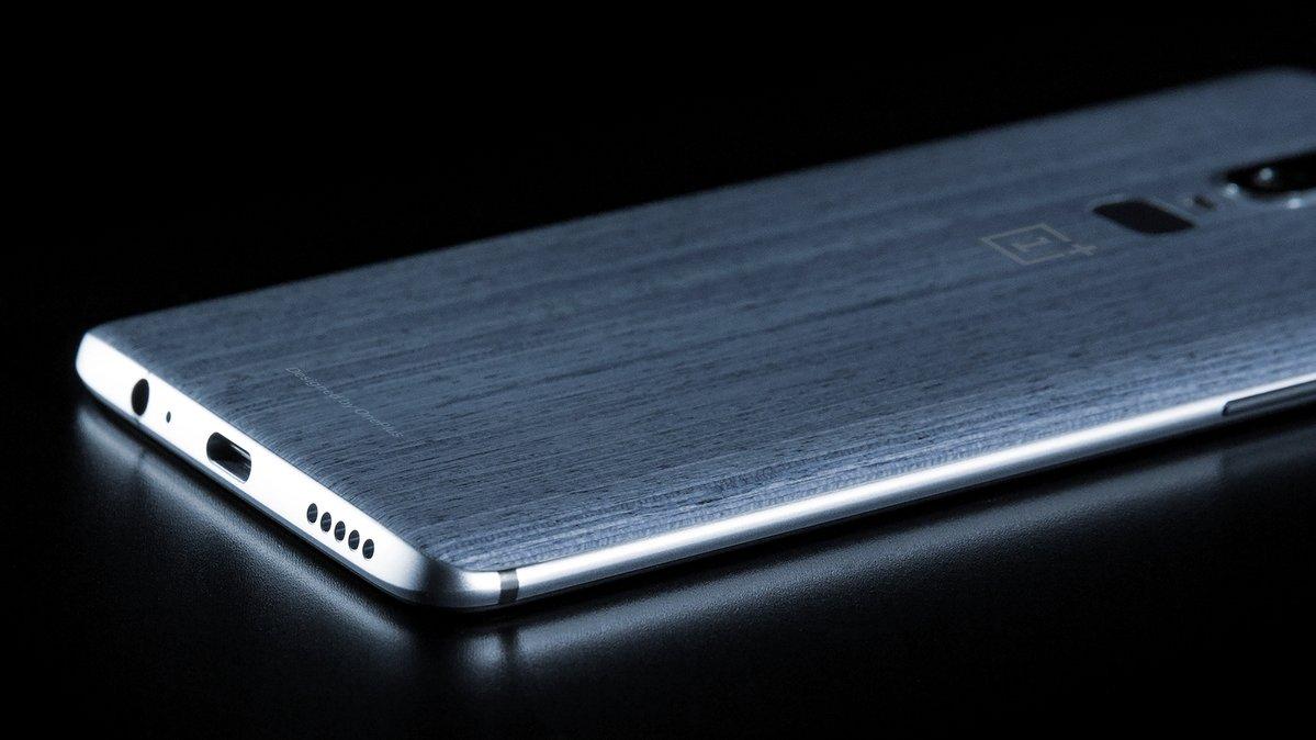 """«OnePlus 6 получит """"монобровь""""»— Карл Пеи"""