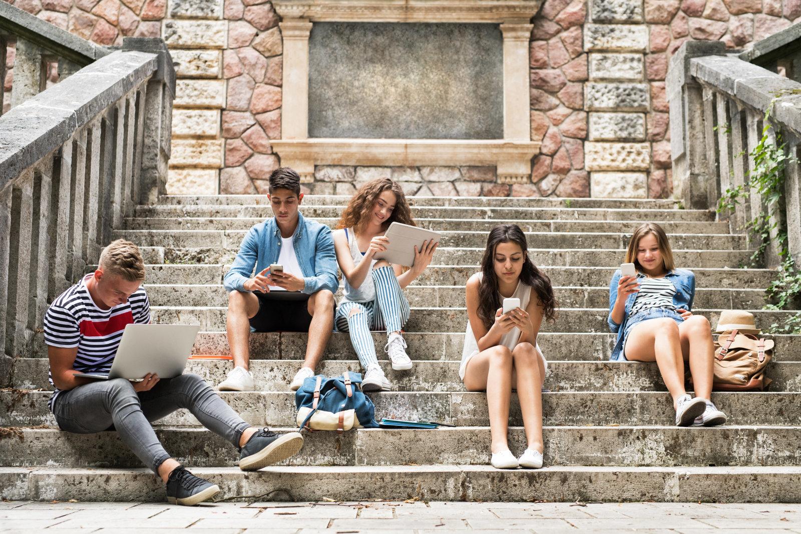 Подростки тысячами бегут из фейсбук