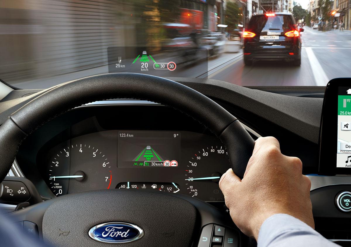 В Форд создан проекционный экран сулучшенными характеристиками