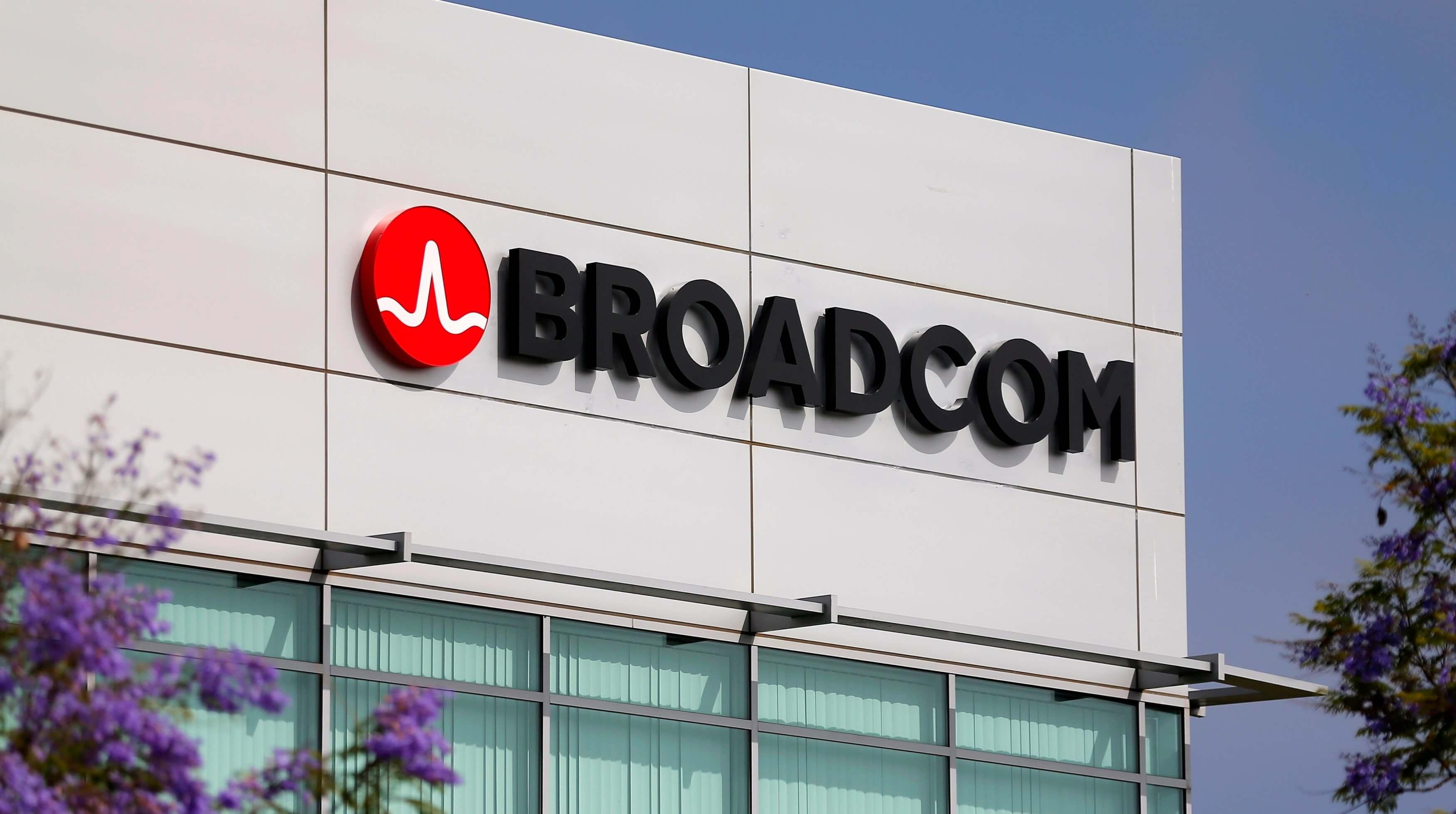 Производитель микрочипов Broadcom покупает разработчикаПО за $18,9 млрд