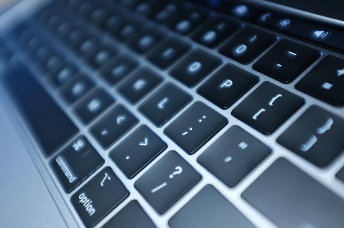 Apple решила проблему новых MacBook Pro силиконом