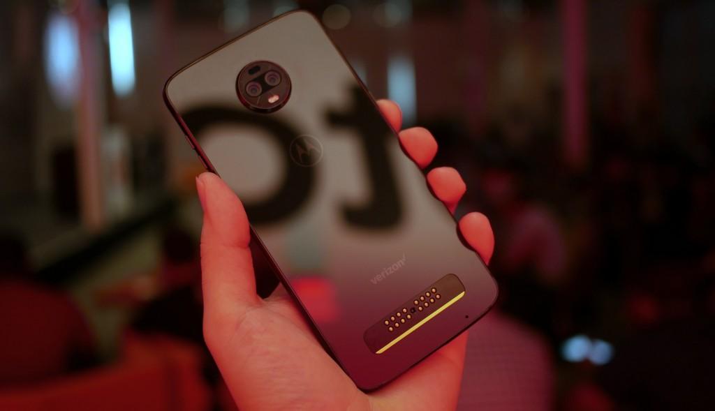 Смартфон Motorola Moto Z3 набазе Snapdragon 835 получил официальный статус