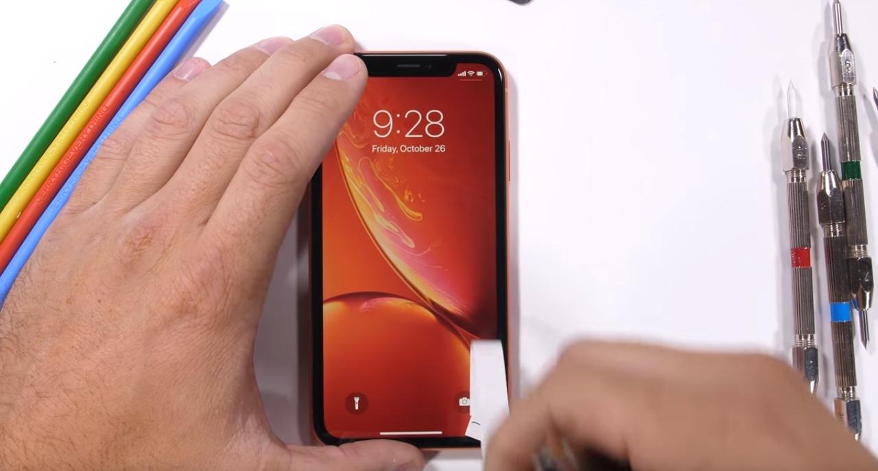 «Огнем исилой»: новый iPhoneXR испытали напрочность
