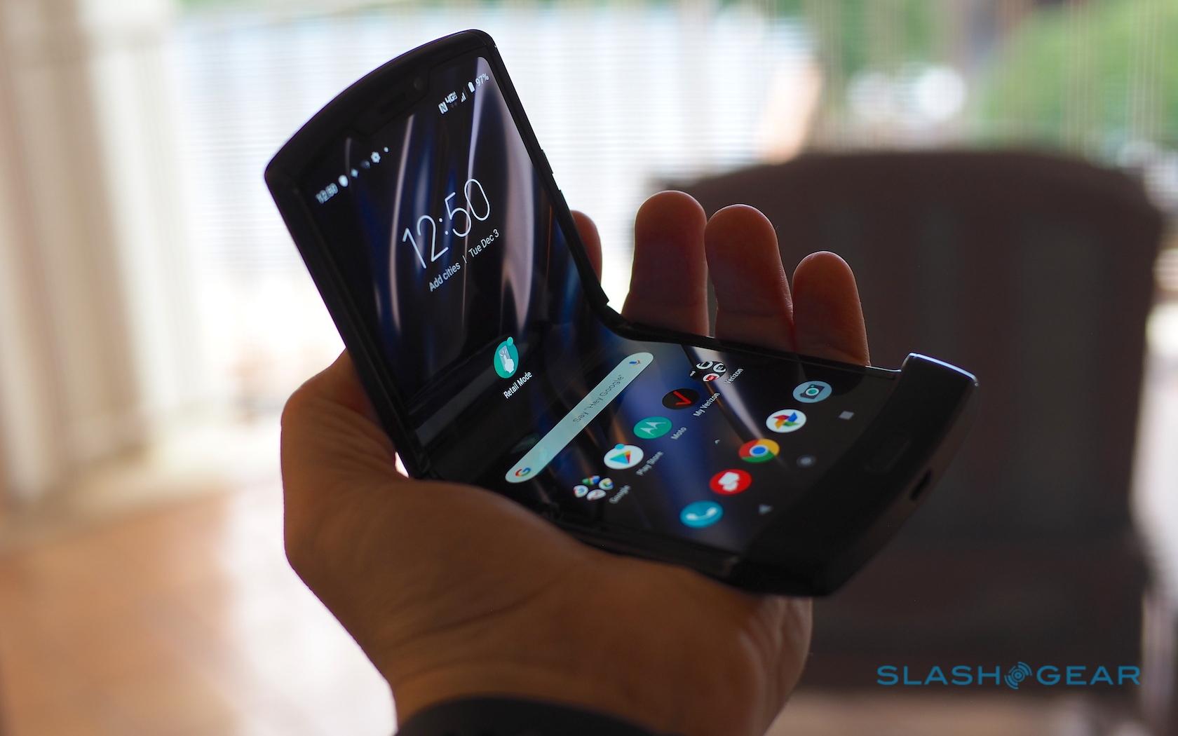 Проклятие гибкого экрана. Раскладушка Motorola RAZR 2019