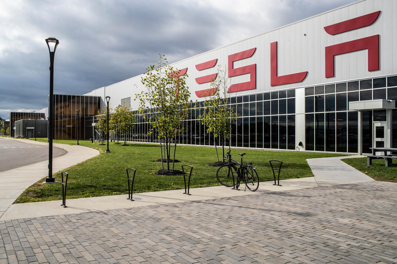 Компания Tesla показала аппарат ИВЛ, в котором по максимуму используются детали ее электромобилей