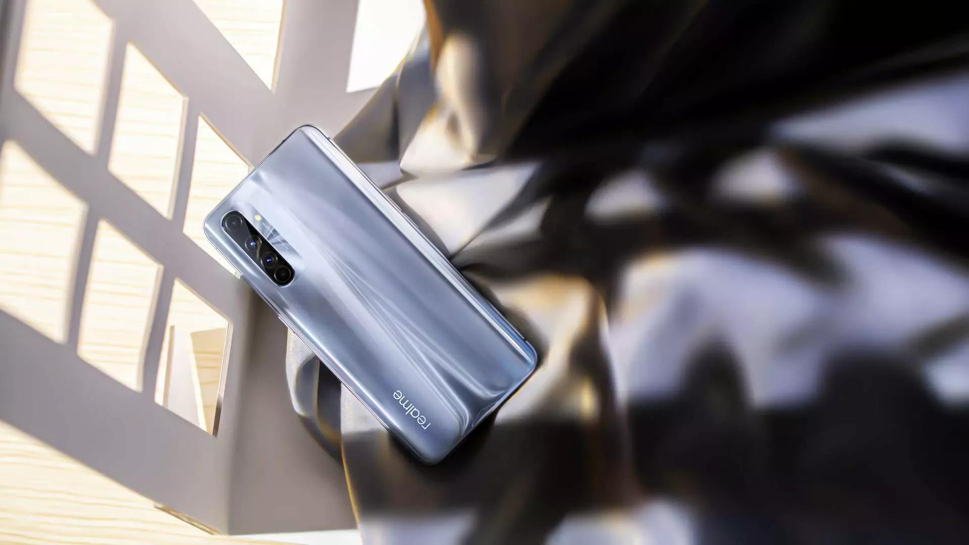 Представлен смартфон Realme X50 Pro Player Edition