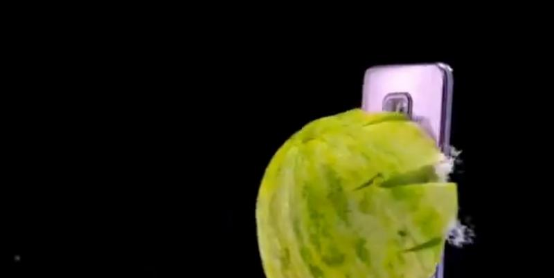 Redmi расстреляла свой новый смартфон овощами и фруктами