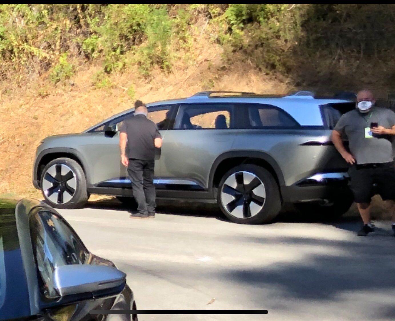 Tesla напряглась? Lucid вывела премиальный электрический кроссовер на дороги общего пользования
