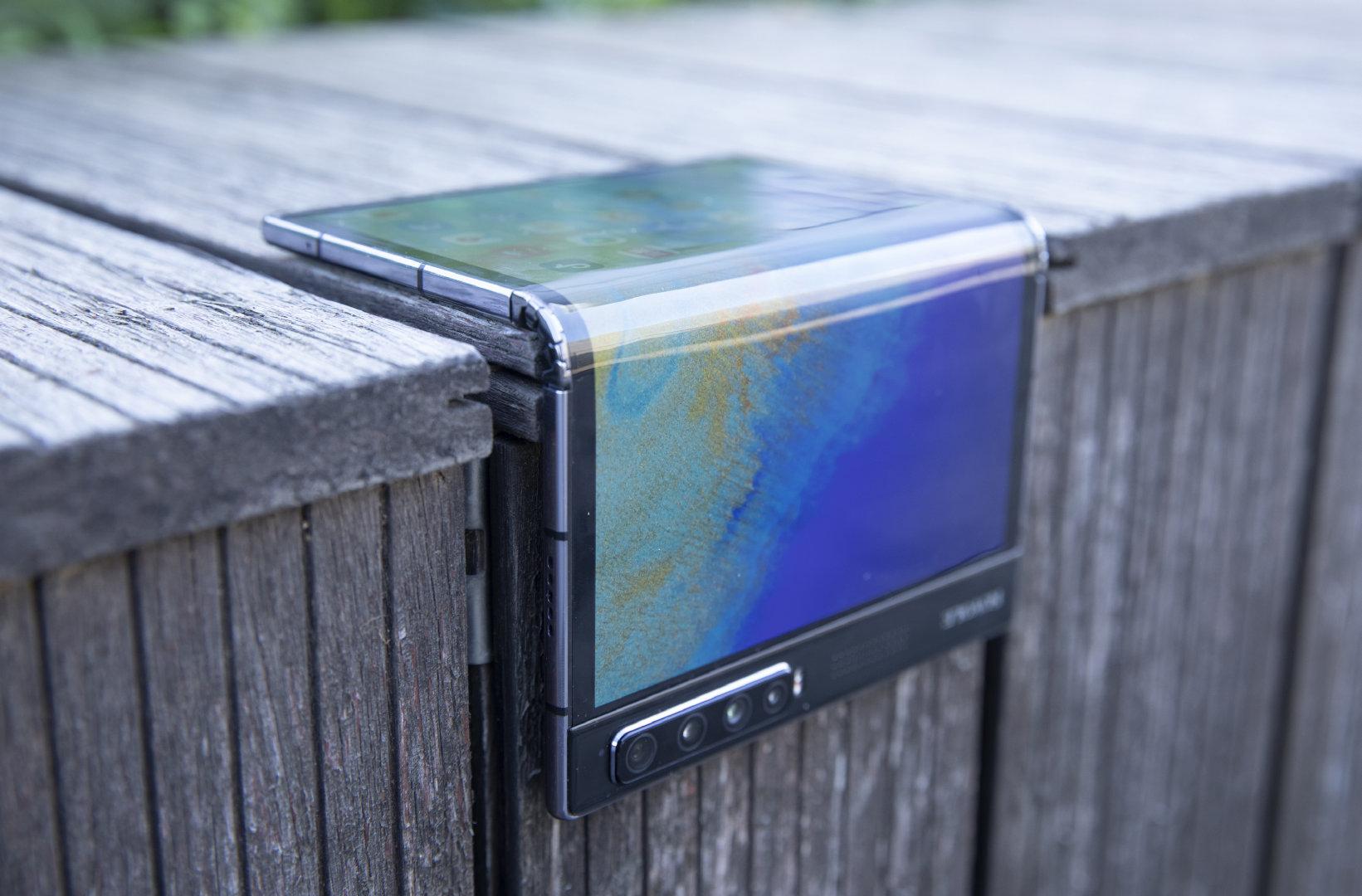 Все хотят гибкие смартфоны. Royole FlexPai 2 раскупили ещё до выхода