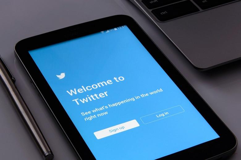 Роскомнадзор замедлил Twitter в России, сервису грозит блокировка