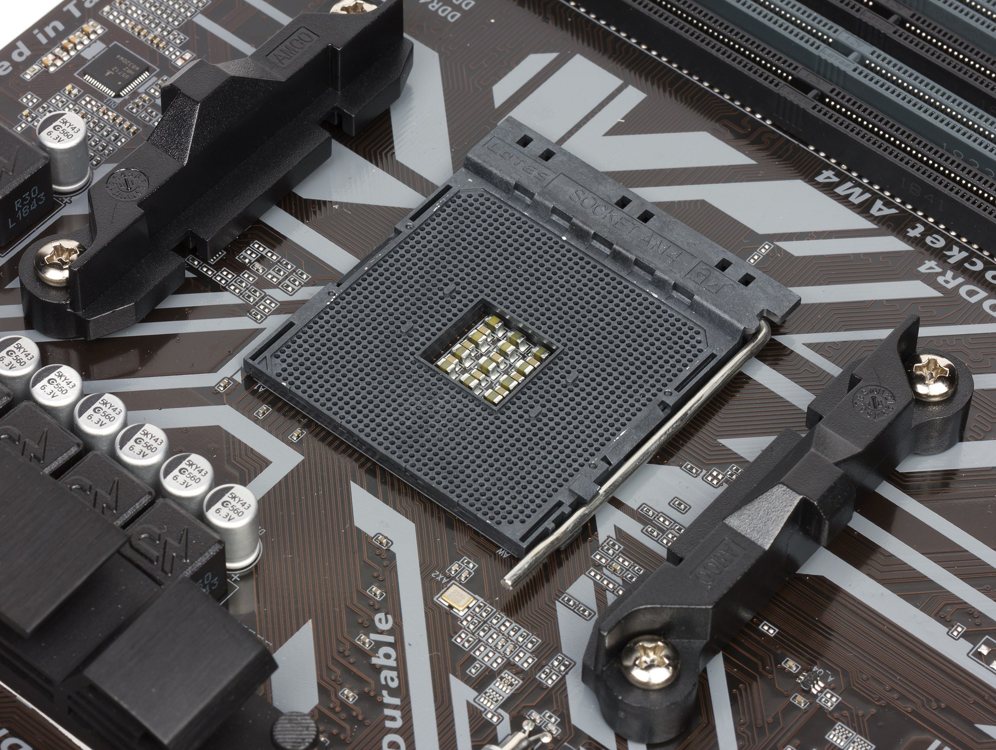 Обзор материнской платы Gigabyte B450M DS3H на чипсете AMD B450