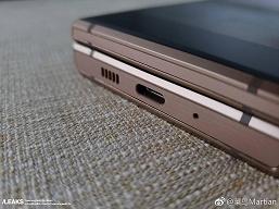 Флагманский смартфон-раскладушка Samsung W2019 позирует на новых фото