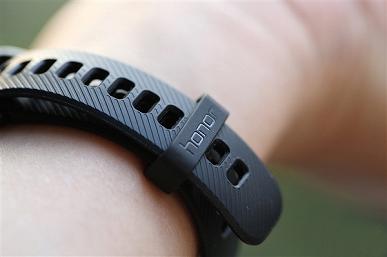 Фотогалереия дня: браслет Honor Band 4, который стоит столько же, сколько Xiaomi Mi Band 3 с модулем NFC
