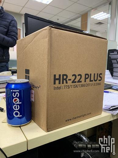 У Thermaltake готова черная версия гигантского процессорного радиатора HR-22 Plus