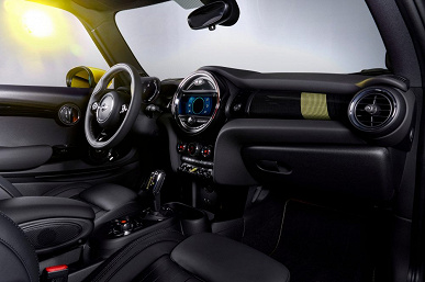 Электромобиль Mini Cooper SE разгоняется до 100 км/ч за 7,3 секунды