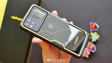 Живые фото и комплект поставки OnePlus 8T Cyberpunk 2077 Limited Edition