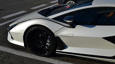 Космолет на дорогах общего пользования. Гибридный Lamborghini Sian PCF 37 засняли вживую