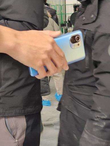 Xiaomi Mi 11 в синем цвете на живых фото, емкость аккумуляторов Mi 11 и Mi 11 Pro подтверждена