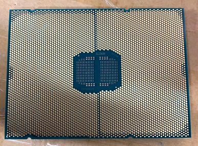 Гигантский процессор Intel, который выйдет в лучшем случае через год. Появилось первое фото Xeon SapphireRapids