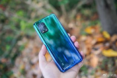 Живые фото самого доступного камерофона Xiaomi со всех сторон и фирменных чехлов для него