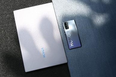 Honor представил флагманские смартфоны серии Honor 30 и другие устройства под музыку группы Cream Soda