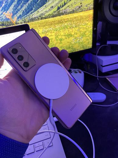 Беспроводное зарядное устройство Apple MagSafe работает с Galaxy Z Fold 2