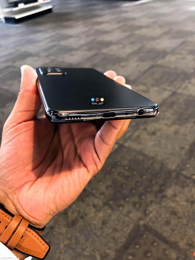 Качественные фото водонепроницаемого Samsung Galaxy A52 со всех сторон в высоком разрешении