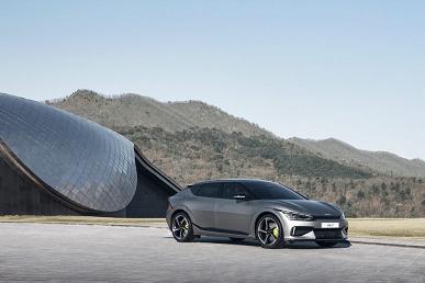 Электрический Kia EV6 стал самым быстрым автомобилем марки. Он разгоняется до 100 км/ч за 3,5 с