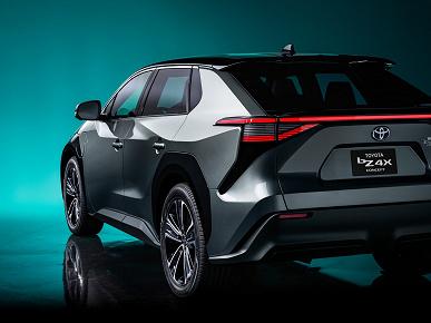 Представлен электромобиль Toyota bZ4X со штурвалом, большим экраном и беспроводной зарядкой для смартфона