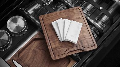 В самый дорогой кроссовер в мире Rolls-Royce Cullinan добавили бар, полевой офис с электроникой и выдвижные стулья