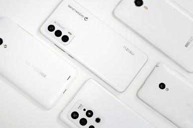 Белый смартфон Meizu 18 по итогу получил обычный экран