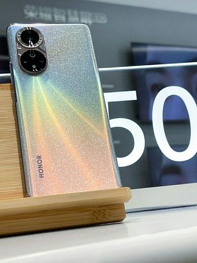 Фотогалерея дня: Honor 50 и Honor 50 Pro во всех необычных цветах на живых фото