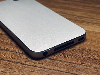 Таким мог бы быть iPodtouch5. Фотографии корпуса прототипа показывают иной дизайн и старый разъём