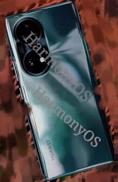 Huawei P50 в синем и золотом показали на живых фото