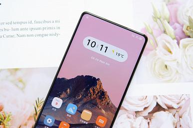 Новенький Xiaomi Mi Mix 4 показали со всех сторон, уделив особое внимание подэкранной камере