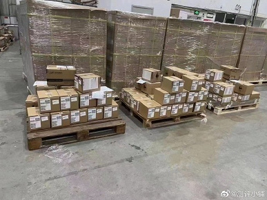 Тысячи iPhone 13 показали на складе: первые фотографии новой чёрной коробки iPhone 13 Pro Max без упаковочной плёнки