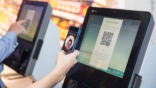 Более 60% платежей совершается при помощи сканеров отпечатков пальцев и лиц