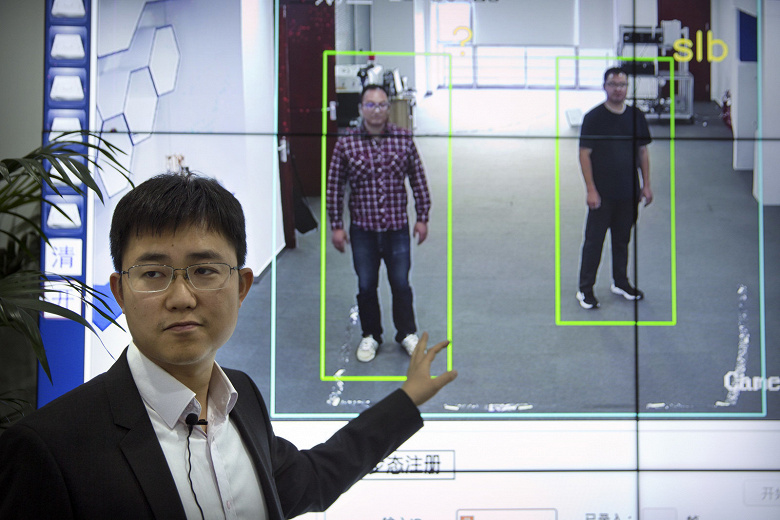 В Китае началось внедрение системы, распознающей людей на видео, даже если их лица скрыты