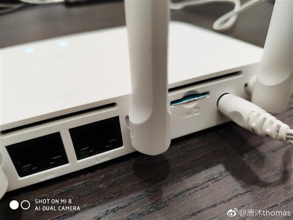 Фото дня: роутер Xiaomi со слотом для SIM-карты
