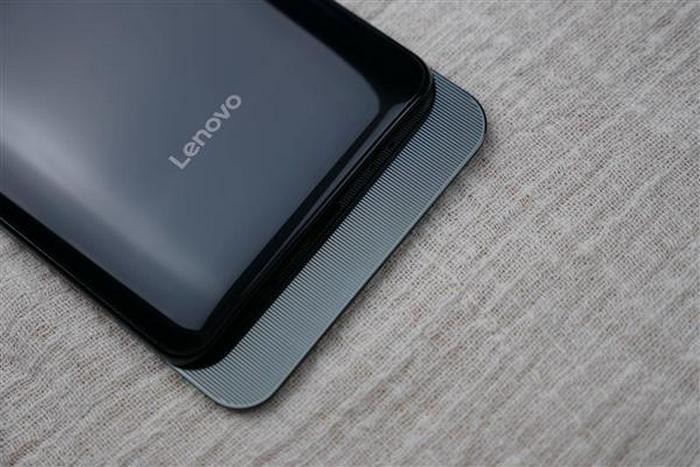 Фотогалерея дня: «живые» снимки самого дешёвого смартфона-слайдера Lenovo Z5 Pro
