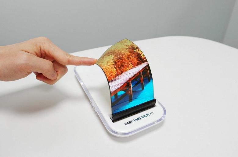 Samsung удалось за год нарастить продажи плоских панелей на 22%, особенно за счет гибких панелей OLED