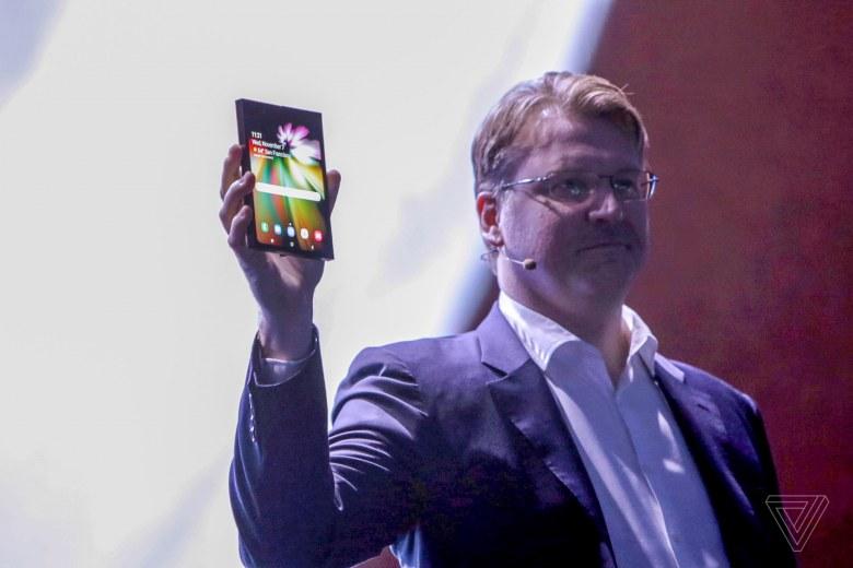 Oppo покажет свой складной телефон на MWC 2019