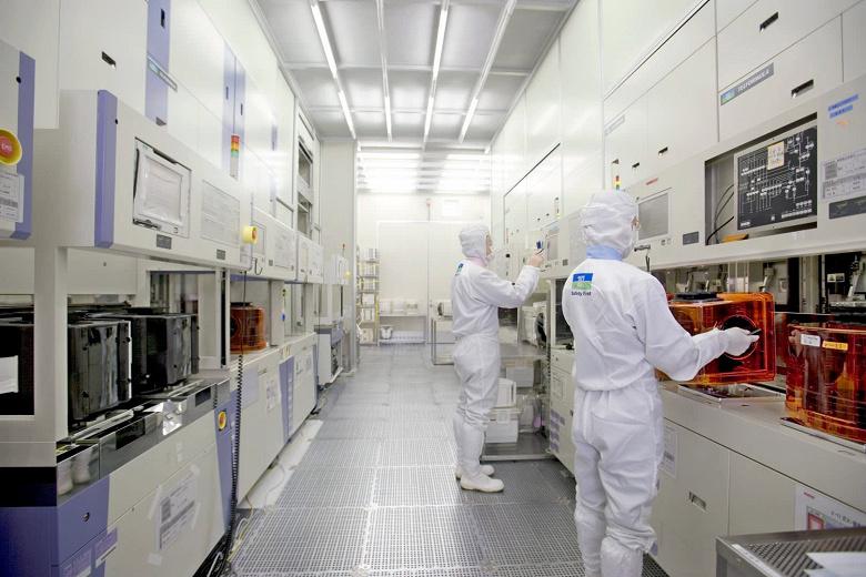 По оценке SEMI, продажи полупроводникового оборудования в этом году превысили 62 млрд долларов, установив рекорд