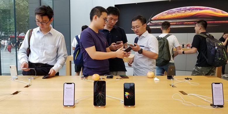 Китайские компании объявили бойкот Apple. Сотрудников с iPhone будут лишать премий и даже увольнять
