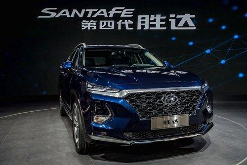 Внедорожник Hyundai Santa Fe четвертого поколения узнает хозяина по отпечатку пальца