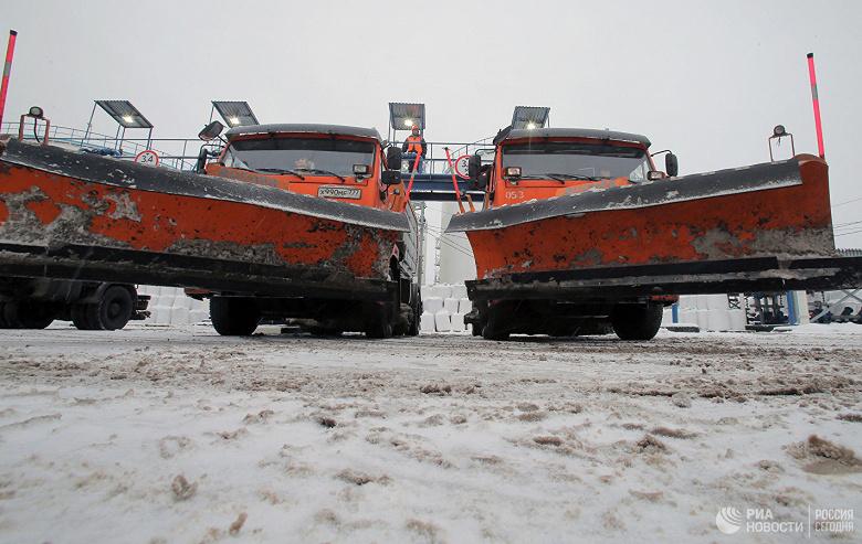 В России начали убирать снег с помощью беспилотников